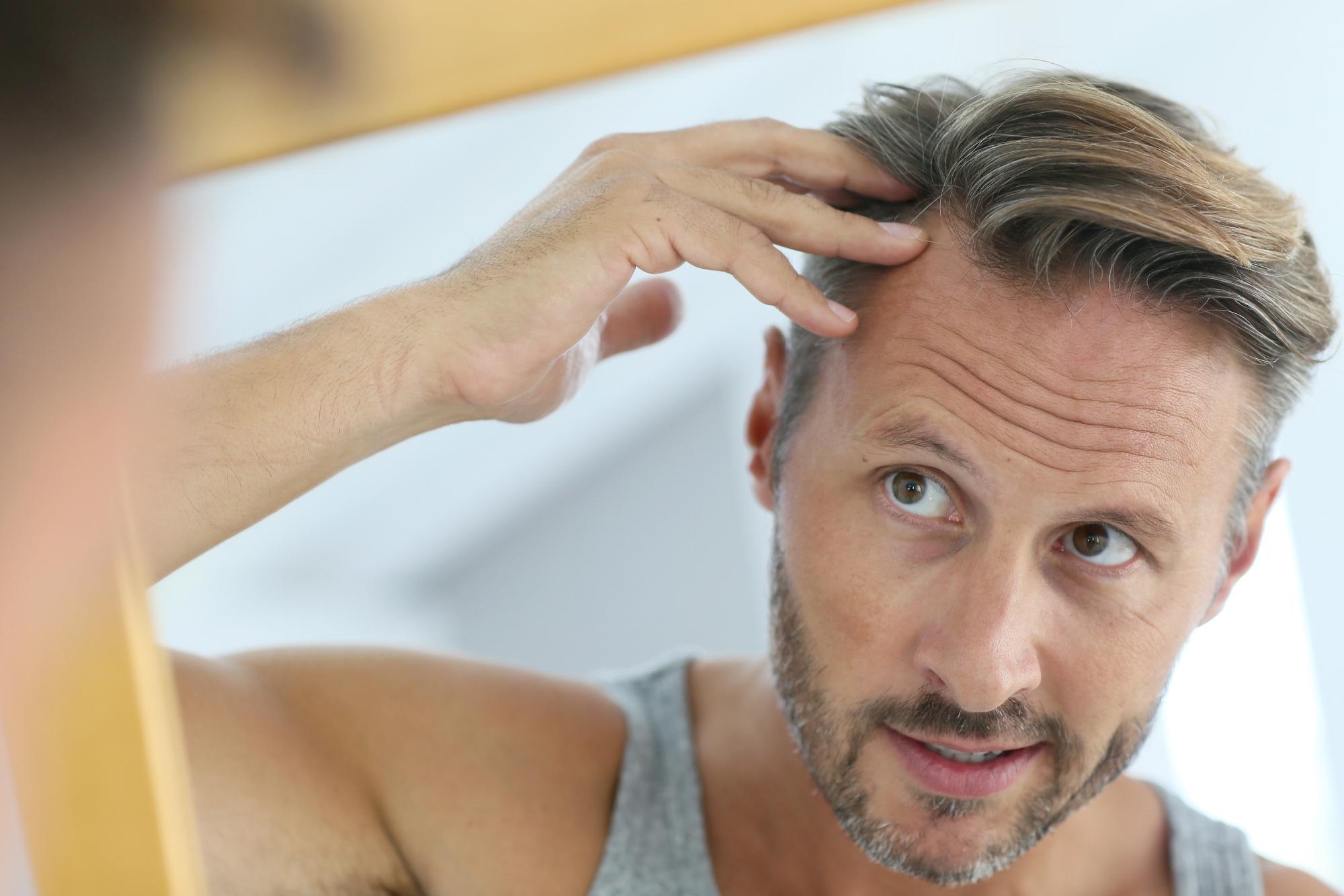 Врач при выпадении волос