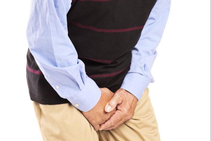 мужчина ощущает тяжесть в районе мошонки