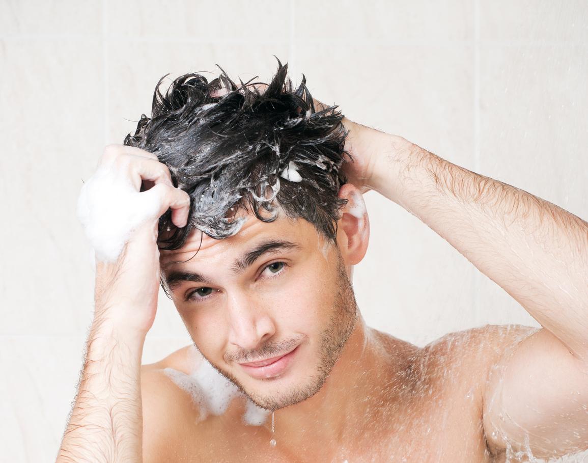 Как правильно мыть волосы мужчине