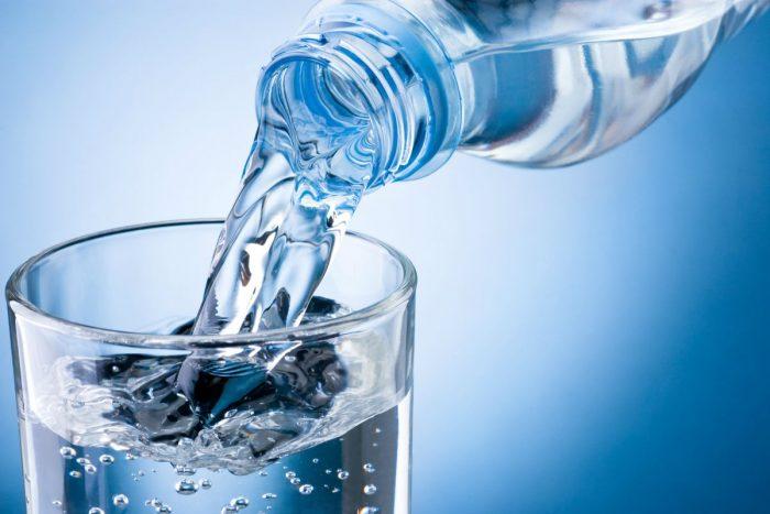 выпить до 1 л воды